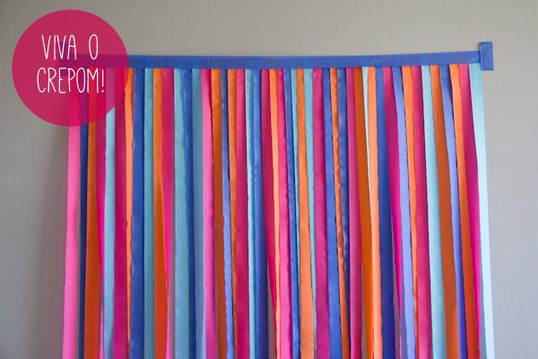 Como fazer um painel de tiras de crepom para decorar e - Como hacer cortinas de tiras ...