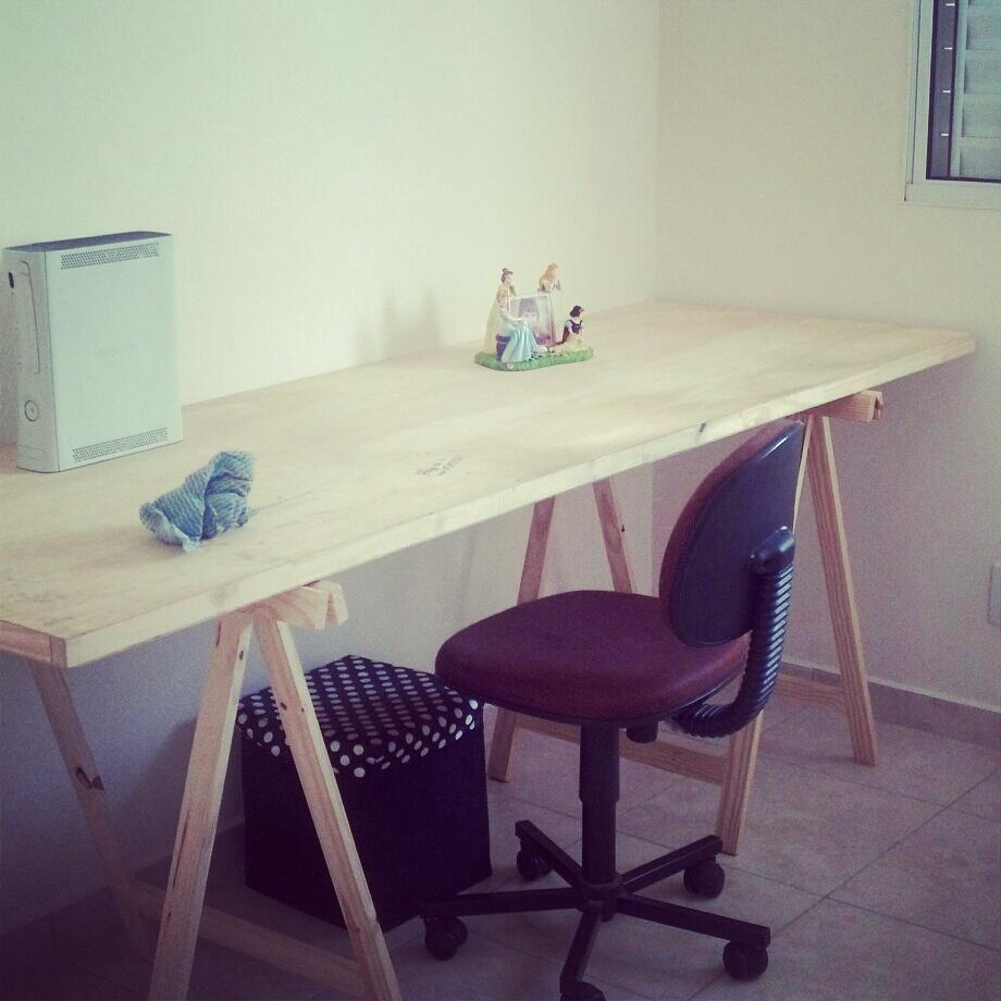Como ter uma mesa home office linda por apenas r 140 a - Mesa con caballetes ...