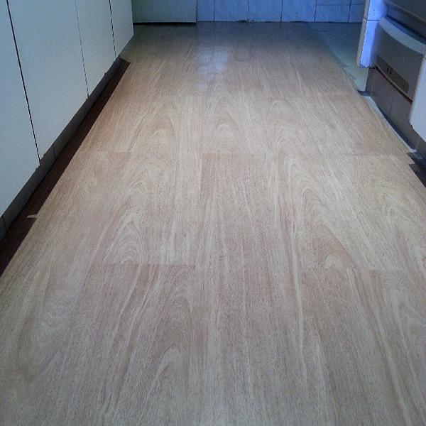 Como reformar a cozinha gastando pouco a casa que a - Colocar piso vinilico ...