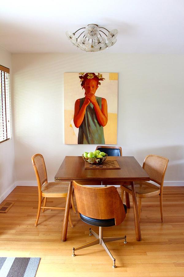 casa com pinturas de retrato6