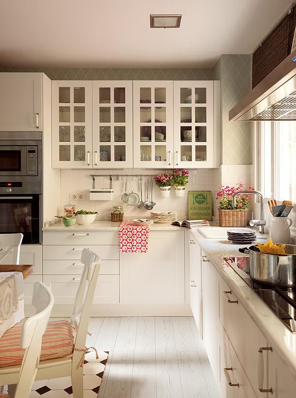 Um ap com decora o rom ntica incr vel de linda a casa - Casas decoradas con papel pintado ...