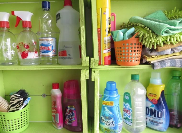 Transformando caixotes em um armarinho pra Lavanderia  A casa que a minha vó -> Armario De Banheiro Feito Com Caixote