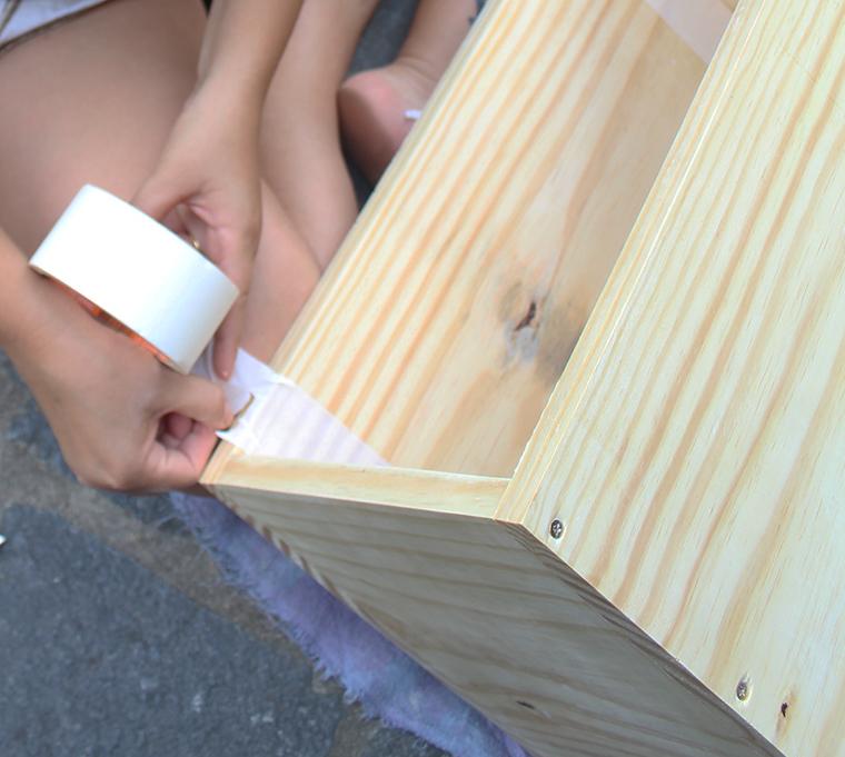 Como pintar um m vel de madeira e a minha mesinha nova a for Como elegir pintura para casa