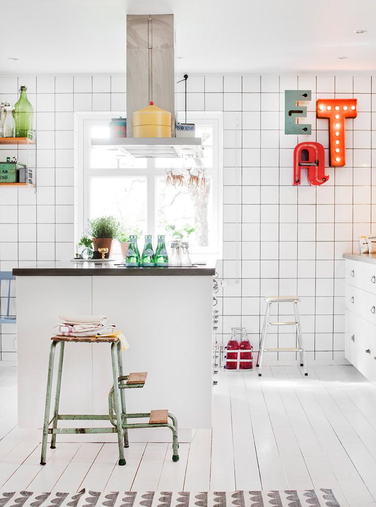 Uma linda cozinha com azulejos brancos  A casa que a minha vó queria # Azulejo Para Cozinha Simples