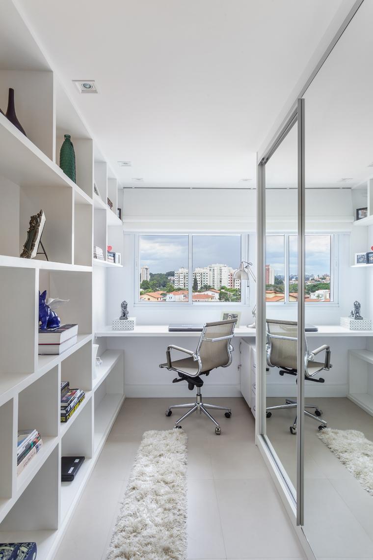 Com living ampliado um apartamento ganha divisão divertida entre home e escritório (7)