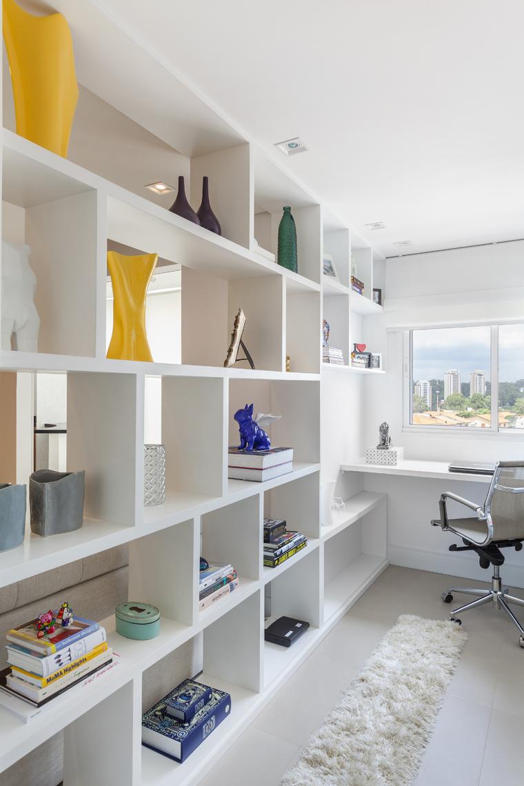 Com living ampliado um apartamento ganha divisão divertida entre home e escritório (8)