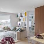 Com living ampliado um apartamento ganha divisão divertida entre home e escritório (15)