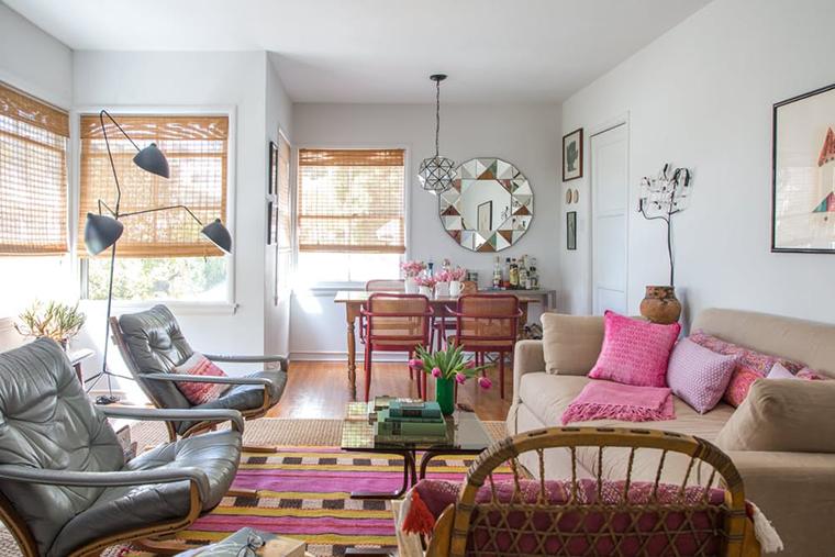 Sala de estar e jantar integradas e uma ótima referência para pessoas ecléticas