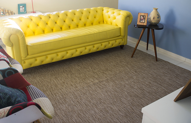 Temos um tapete lindão na nossa sala de estar!
